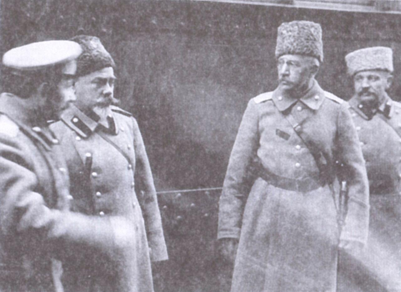 Generál Boris Krasnov (druhý zprava) v roce1918