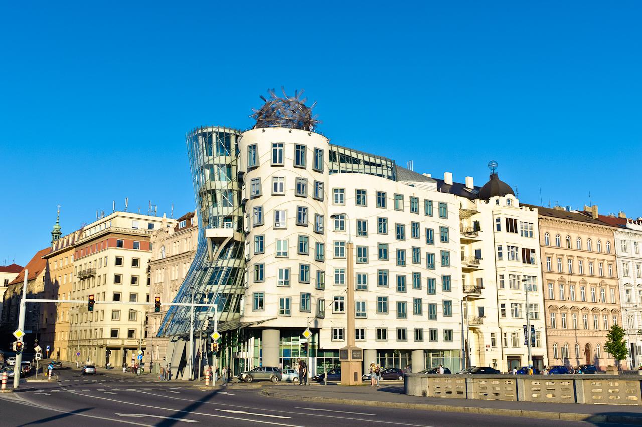 Tančící dům na Rašinovo nábřeží v Praze