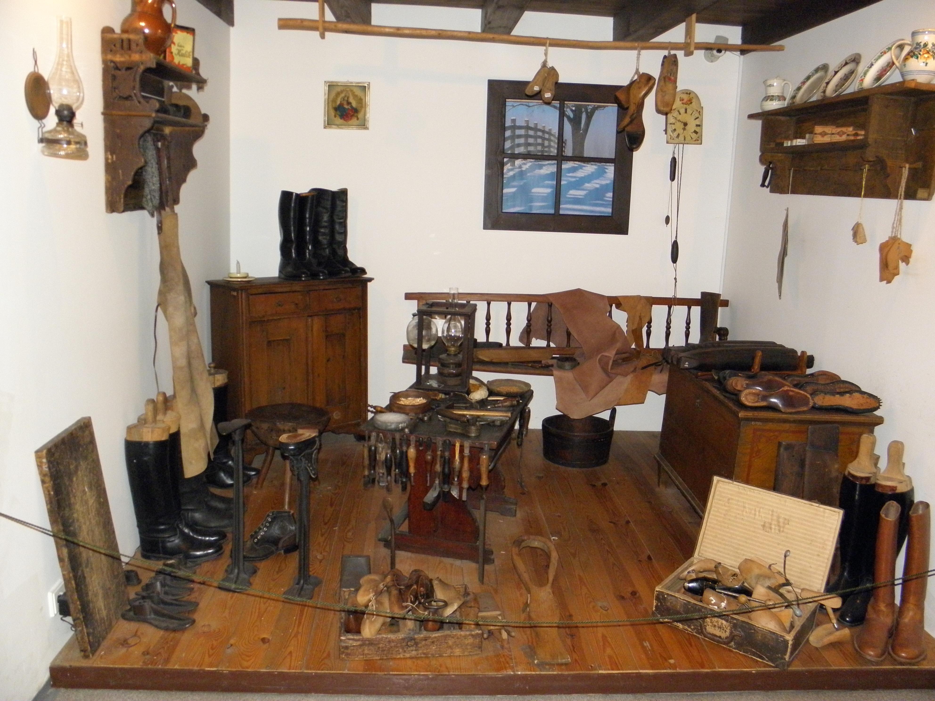 ... Obuvnické muzeum Zlín  ševcovská dílna ... b1b87d5a7c