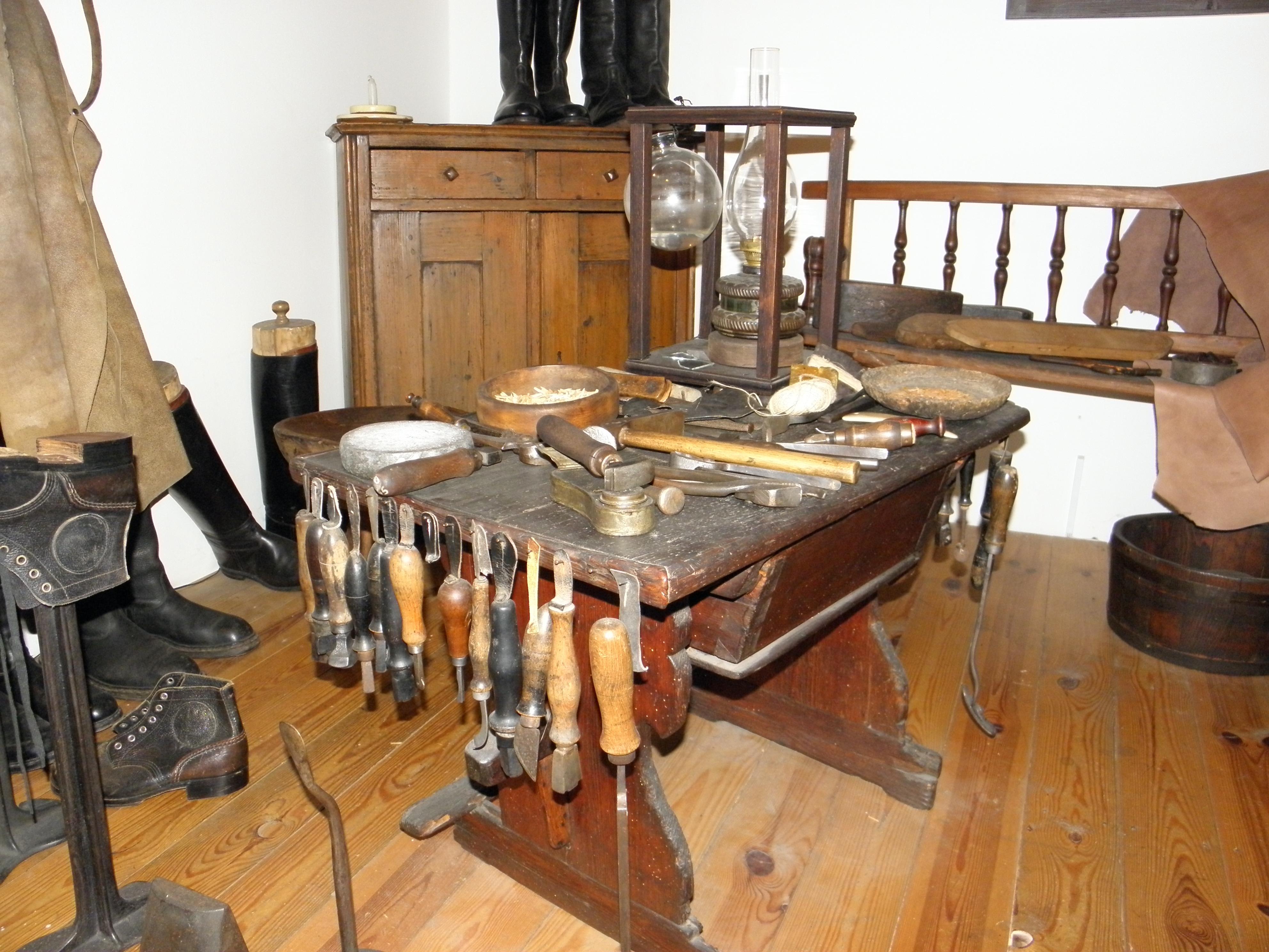 ... Obuvnické muzeum Zlín  ševcovská dílna be83ac2534
