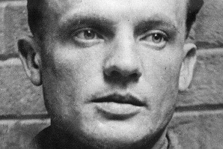 Parašutista Karel Čurda vyzradil nacistům úkryt svých spolubojovníků, kteří zabili Reinharda Heydricha