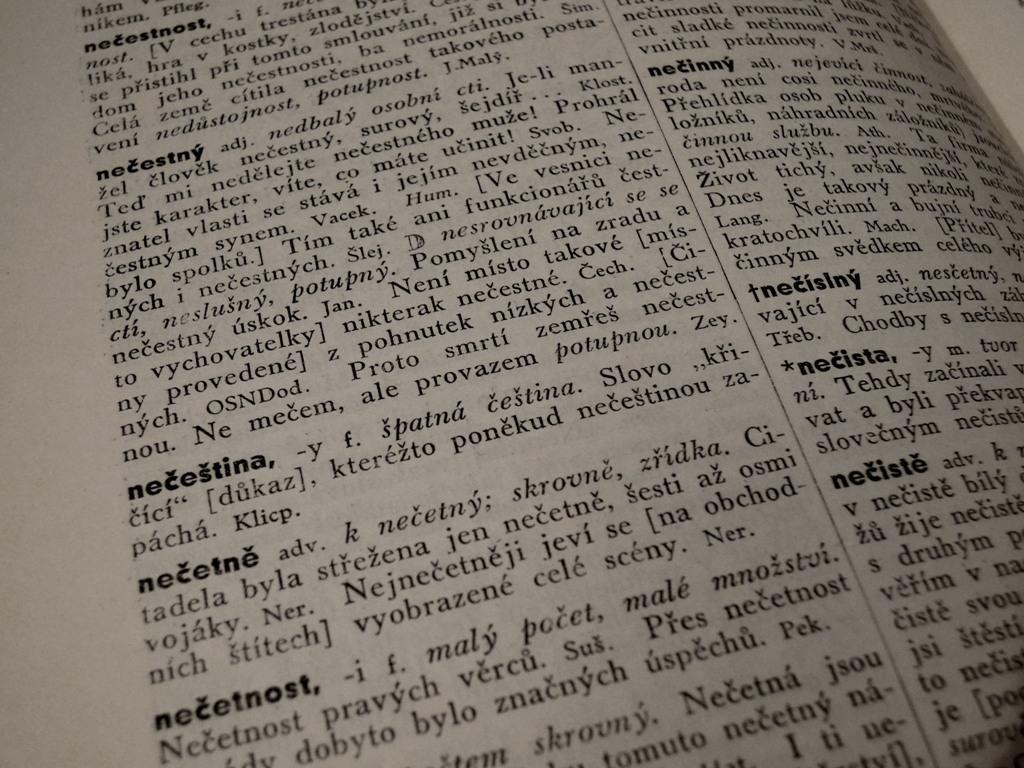 Příruční slovník jazyka českého (ilustr. foto)