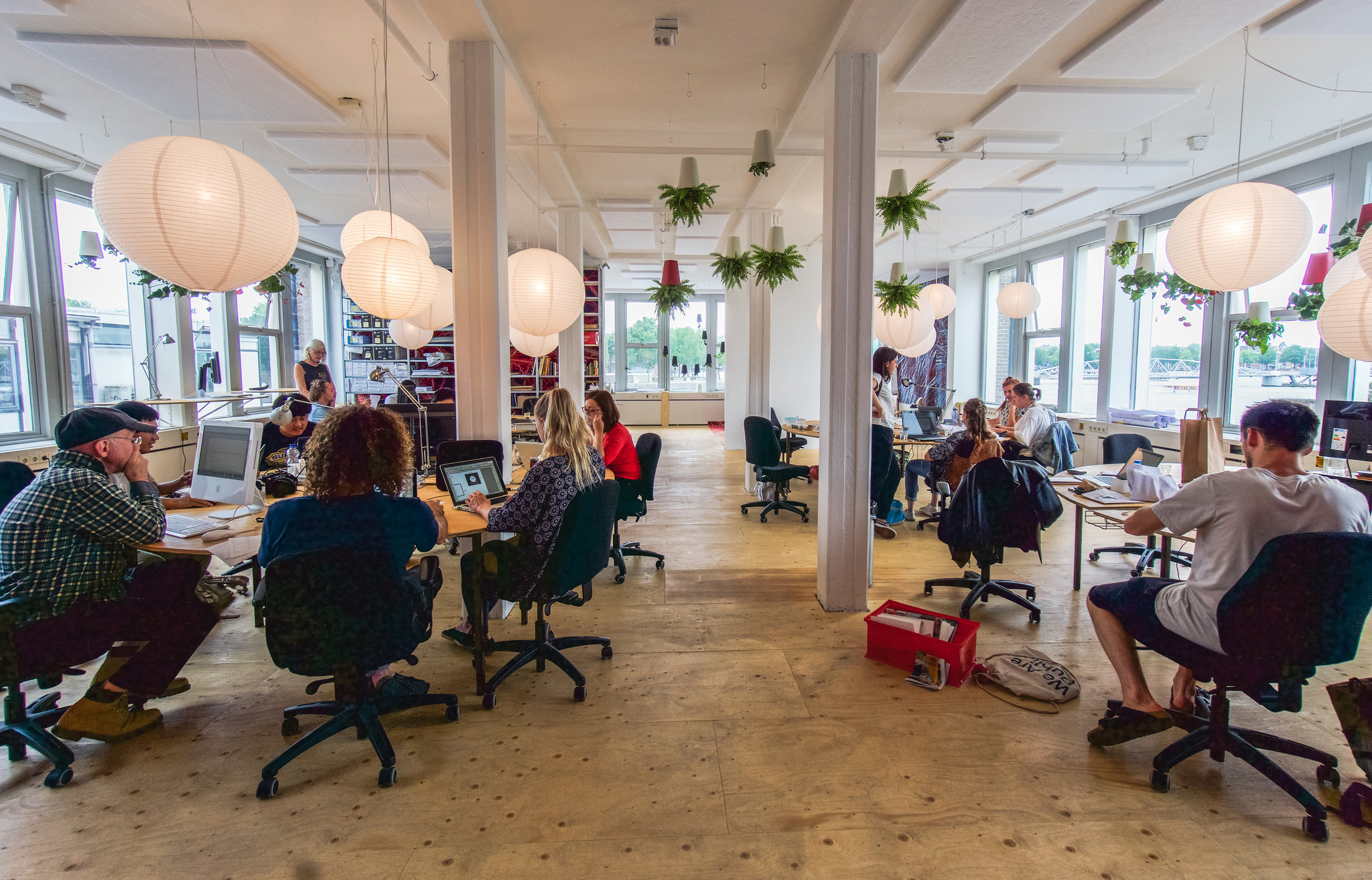 Kancelář - práce - pracovní prostor - start up