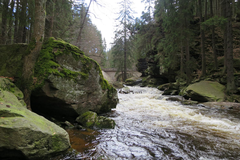 Zemská brána a kamenný most
