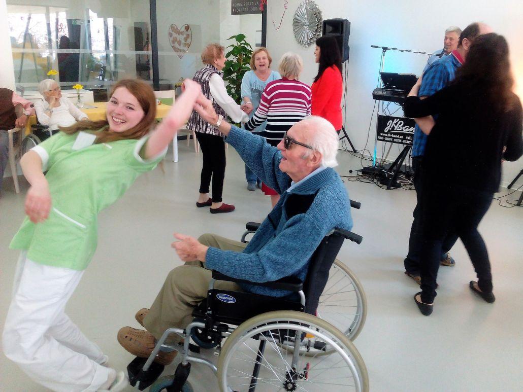 Královéhradecký domov pro seniory GrandPark oslavil 1. výročí svého otevření plesem pro své klienty