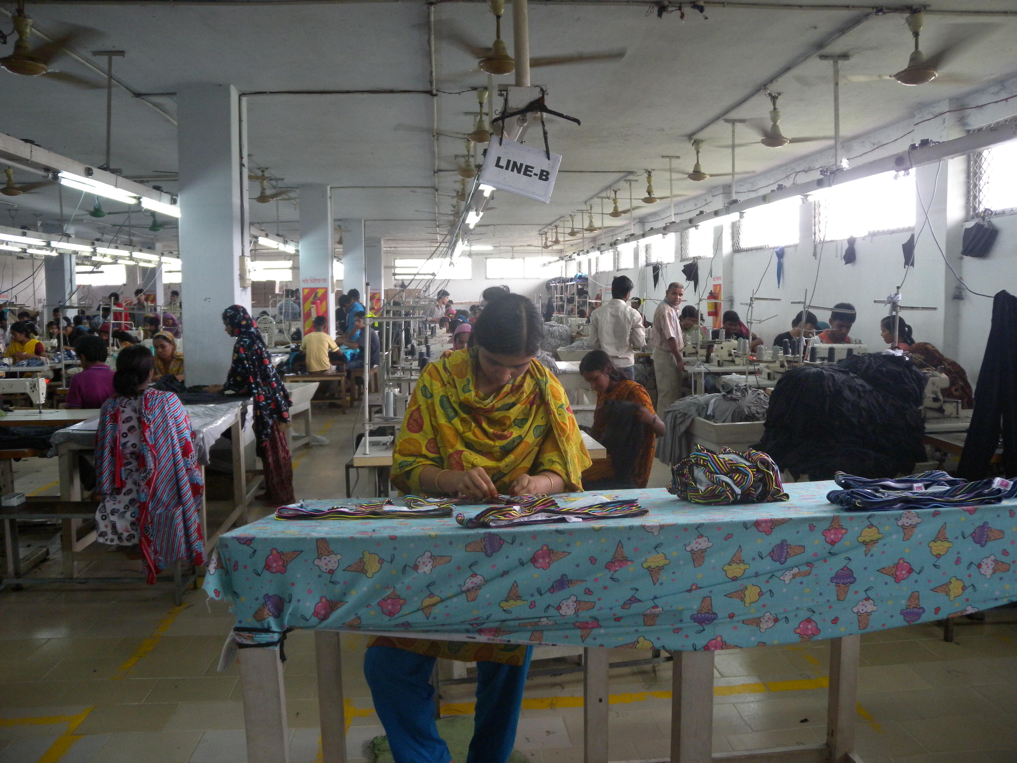 Továrna na oblečení v Bangladéši