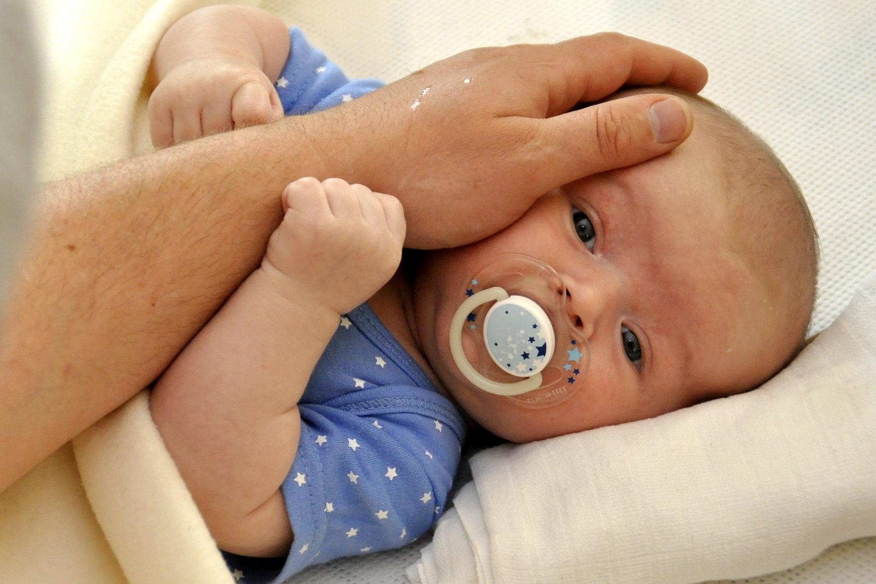 Otcovskou dovolenou si může novopečený tatínek od února vybrat kdykoli v prvních šesti týdnech života dítěte