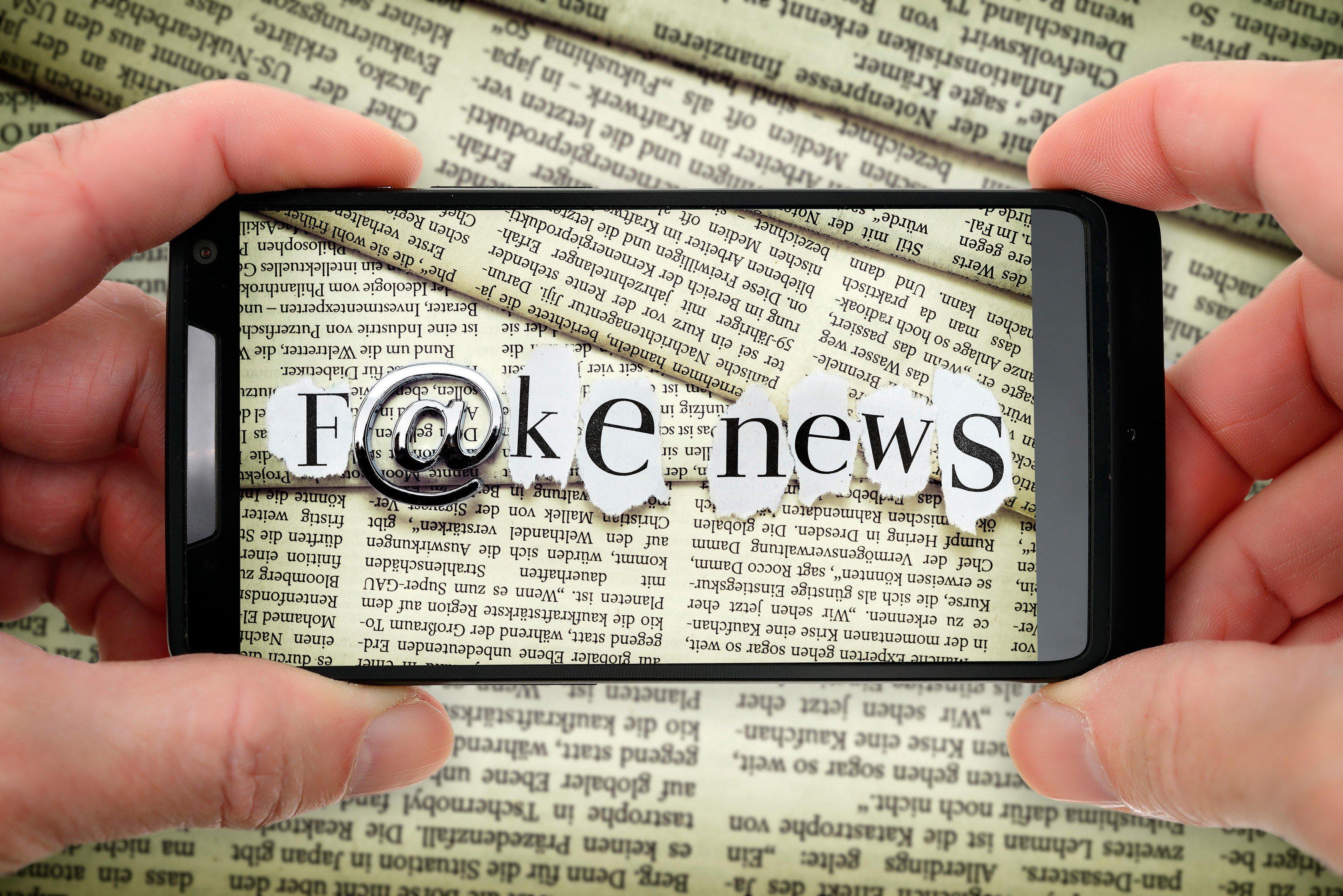 fake news, dezinformace