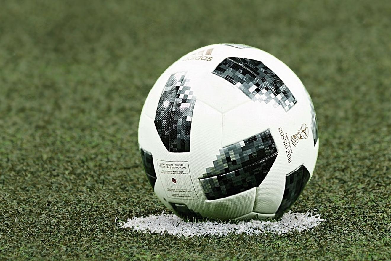 Fotbalový šampionát v Rusku se zapíše do dějin také jako první, na němž rozhodčí využívali při posuzování přestupků proti pravidlům video.