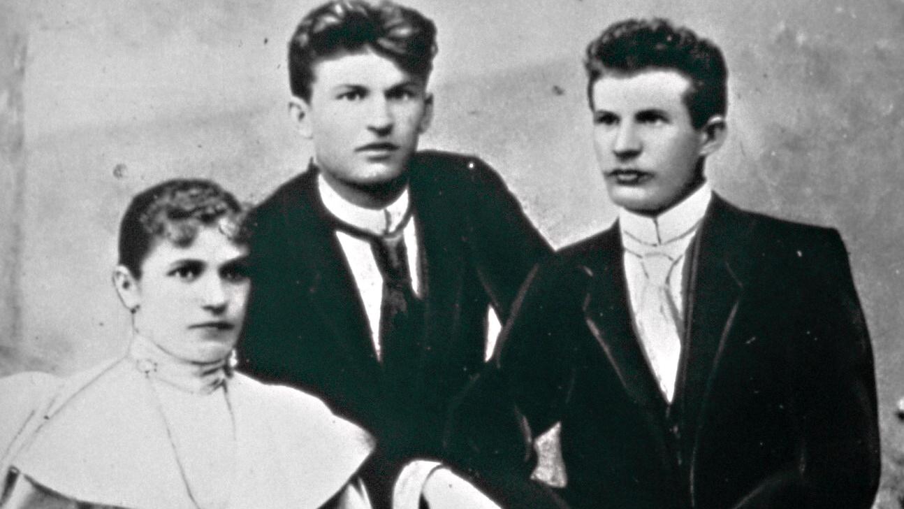 Sourozenci Anna Baťová (vlevo), Tomáš Baťa (uprostřed) a Antonín Baťa (vpravo) – zakladatelé obuvnické firmy