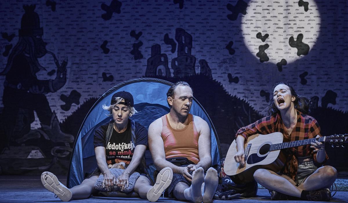 Kanibalky: Soumrak samců v divadle Rokoko