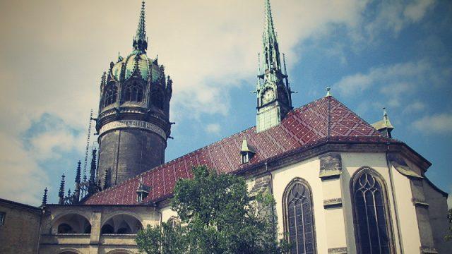 Chrám ve Wittenbergu, na jehož dveře vyvěsil Martin Luther svých 95 tezí
