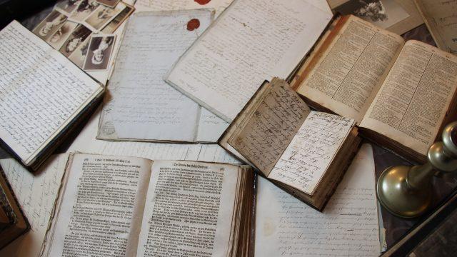 Staré knihy, písmo, papír