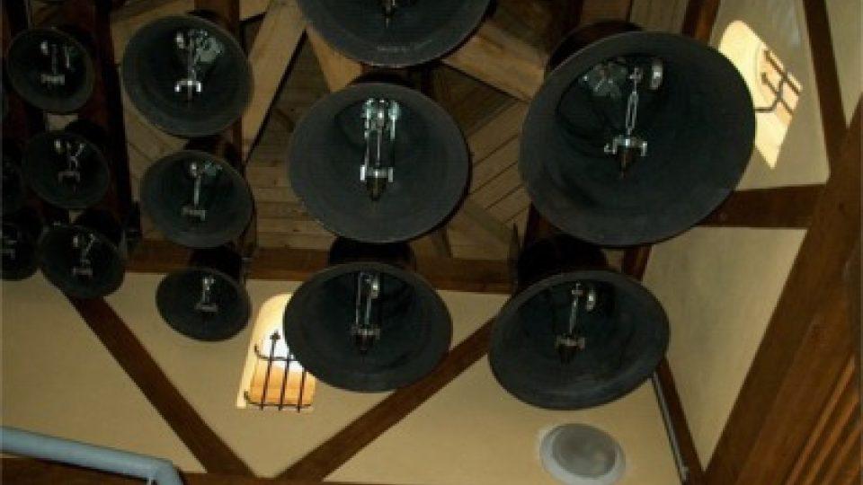 Ve věži je celkem 22 zvonů