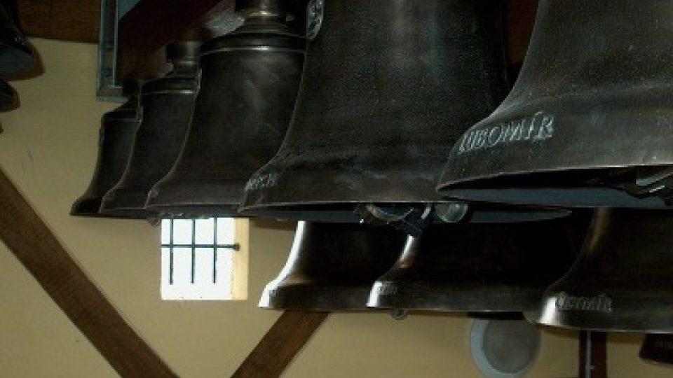 Větší z 22 zvonů