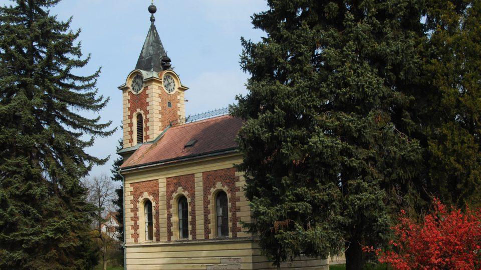 Kaple Panny Marie se nachází v parku přímo v centru obce