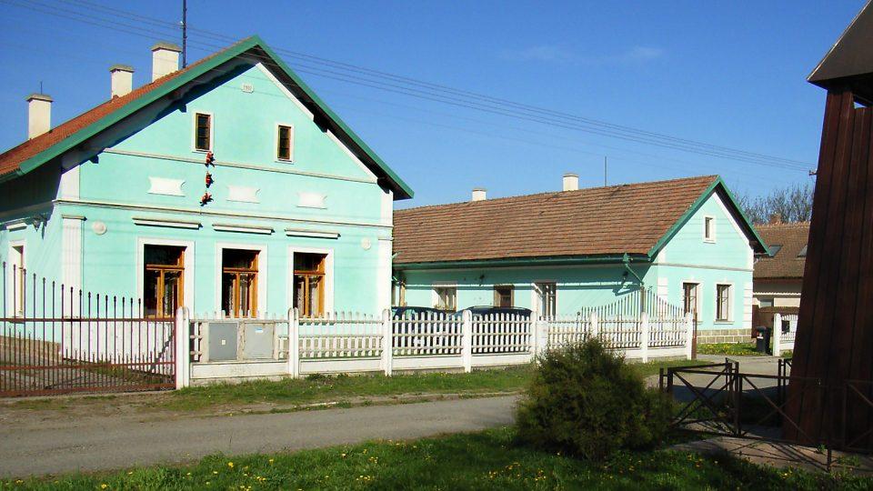 Typická stará venkovská zástavba v Blatě, domy 1 až 9 nazýval mikulovický farář Devoty praobydlí, tedy domy původních starousedlíků