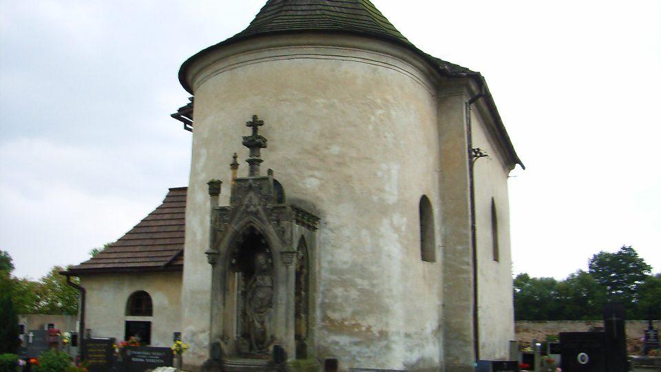 Dominantou Semína je vzácný románský kostelík Svatého Jana Křtitele ze 13. století, který byl  později barokně upraven