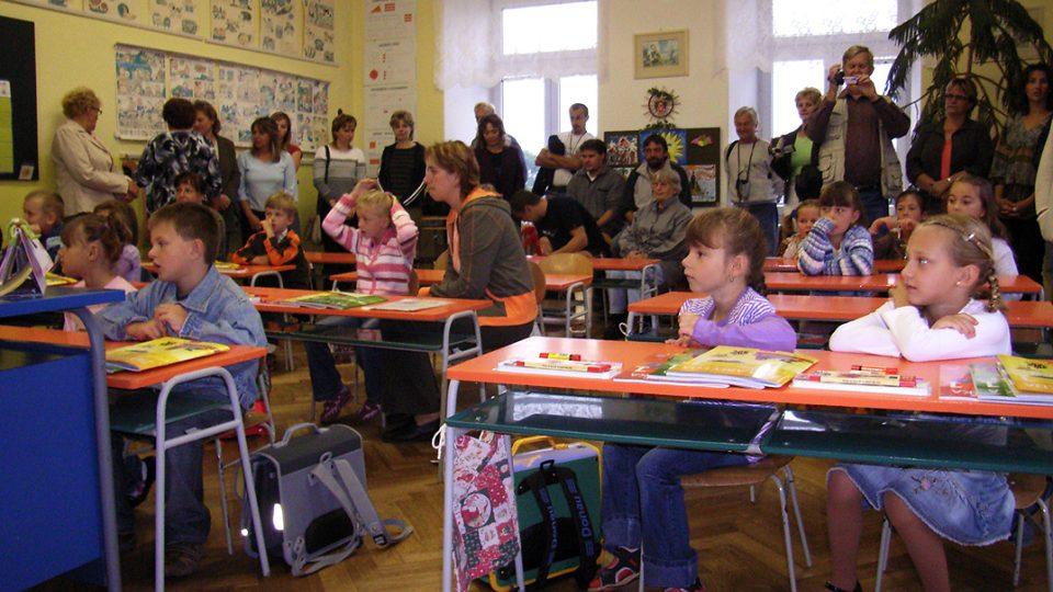 Letošní prvňáčkové poprvé usedli do školních lavic semínské školy při slavnostním zahájení školního roku 3.září, kdy jsme natáčeli v obci rozhlasové Posvícení