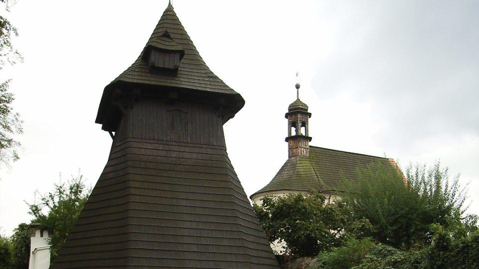 Semínská dřevěná zvonice ze 16. století je kulturní památkou, jsou v ní dva starobylé zvony Poledník a Ježíš, lidově zvaný Hranáč