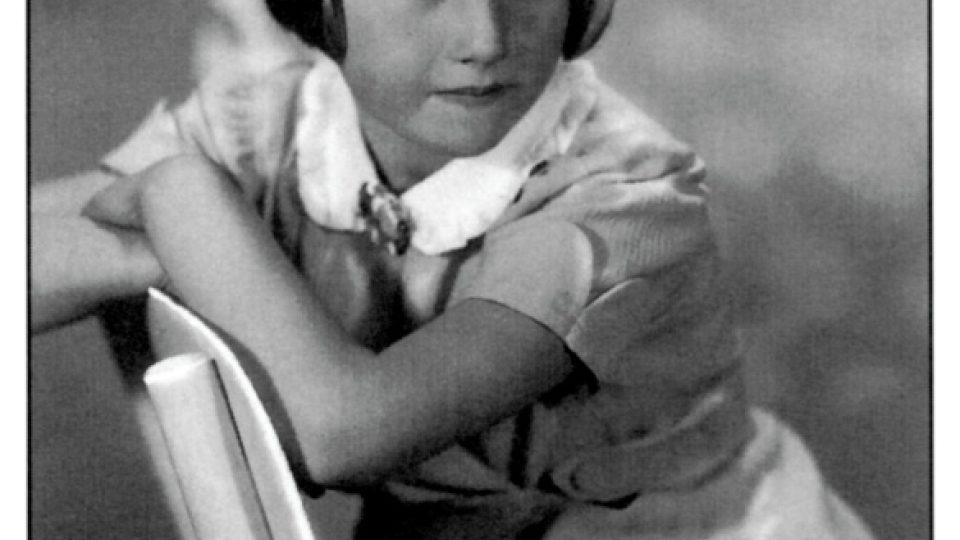 Hana Bradyová, židovská dívka z Nového města na Moravě, která zahynula v koncentračním táboře v Osvětimi v pouhých třinácti letech