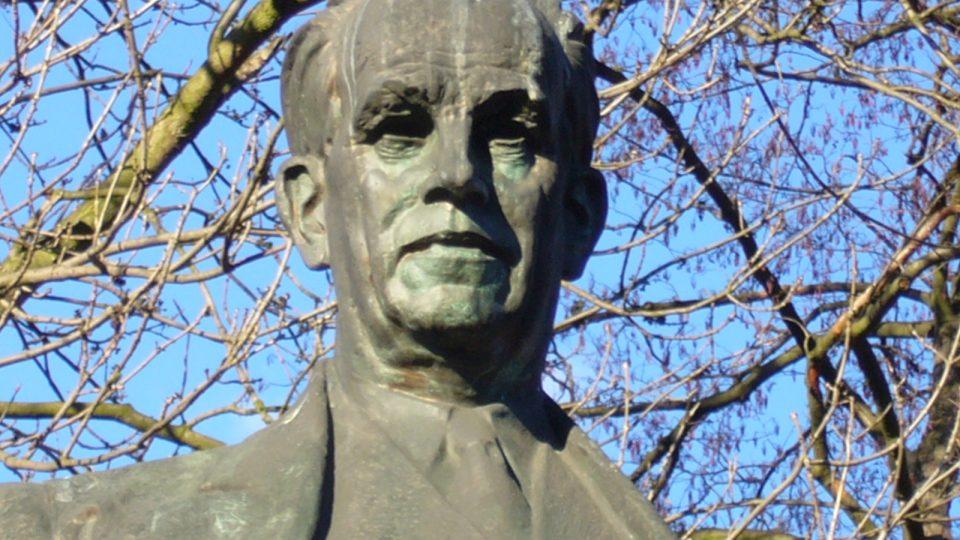 Socha Antonína Zápotockého v Zákolanech