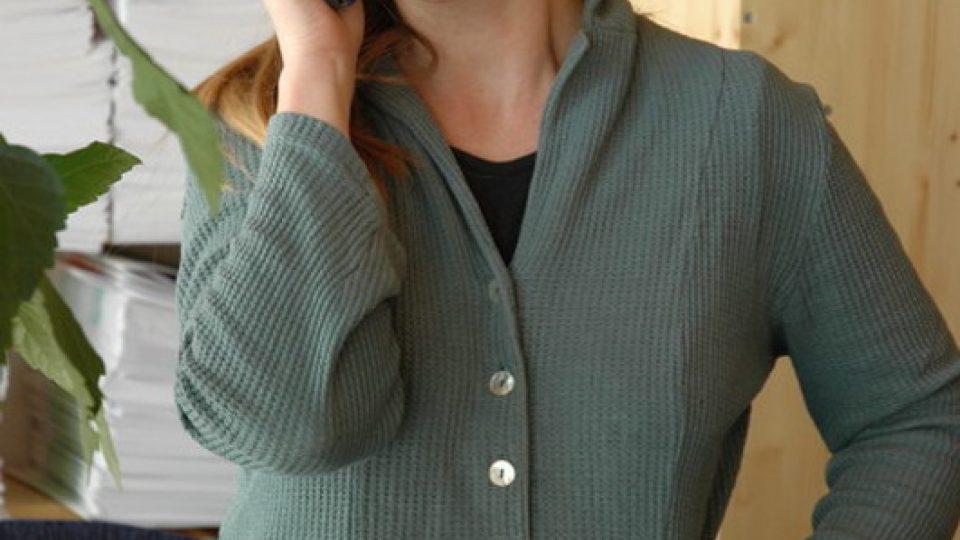 Sestřička poskytující telefonickou konzultaci