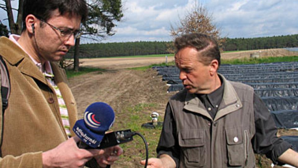 Jiří Hošek se zemědělcem Bernhardem Falkenthalem