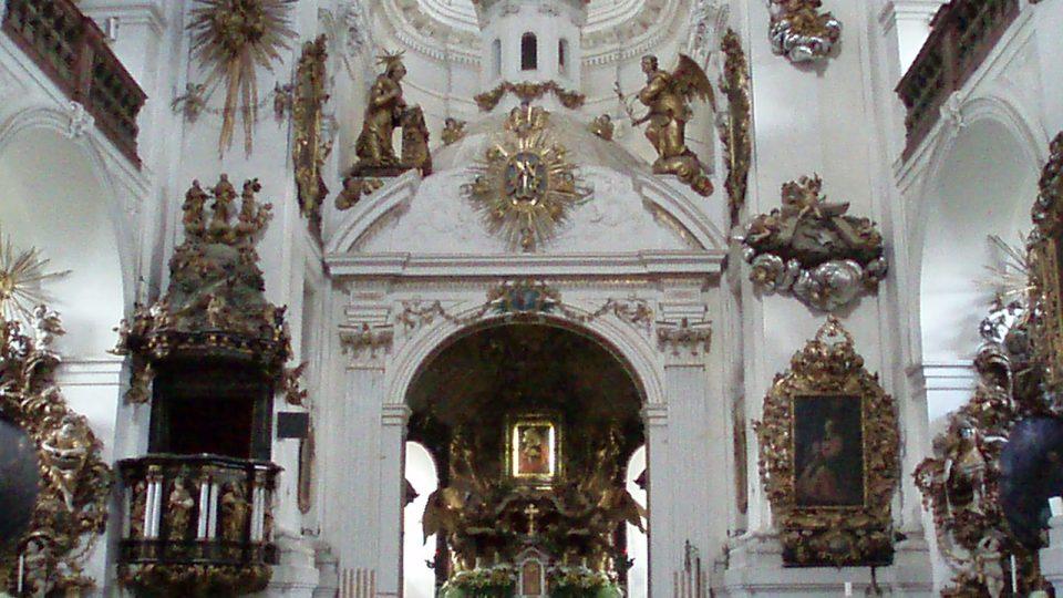 Kostel interiér