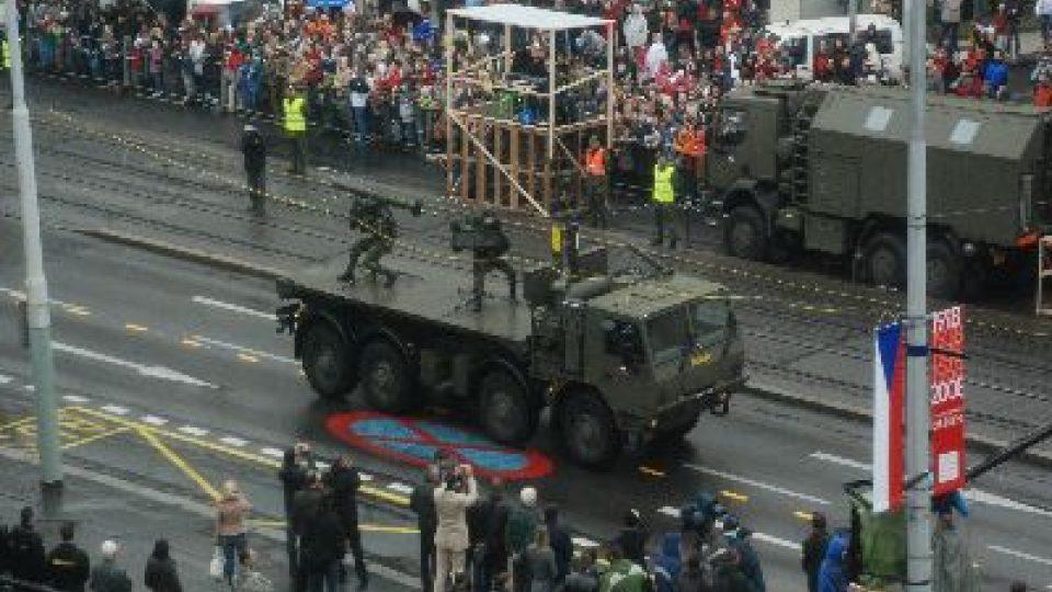 Vojenská přehlídka na Evropské třídě