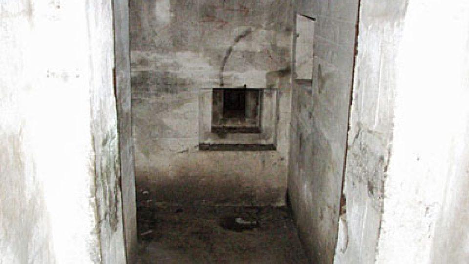 Střílna v bunkru