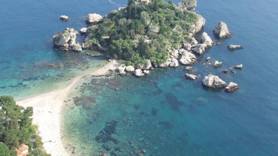 Moře obepíná Sicílii ze všech stran