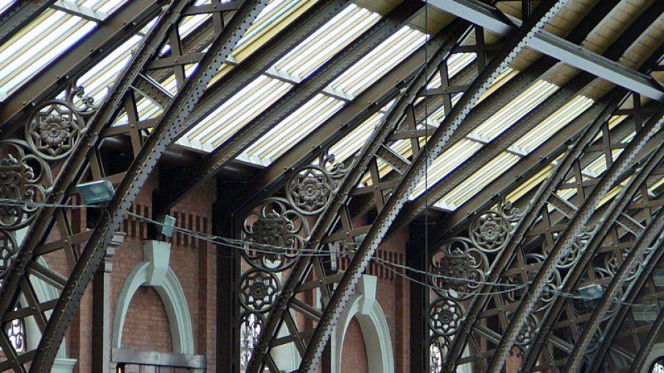 Kovová konstrukce nádražní haly