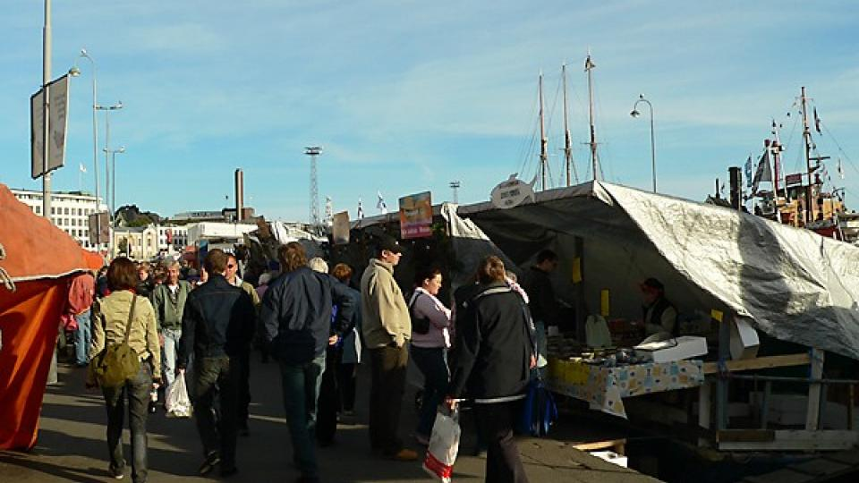 Vyhlášené rybí trhy si málokdo nechá ujít