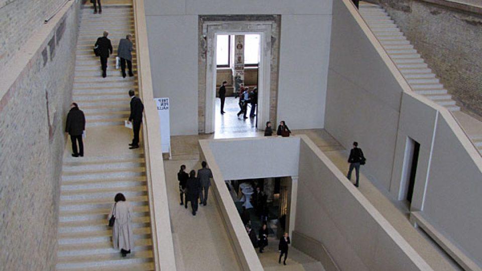 Schodiště Nového muzea v Berlíne