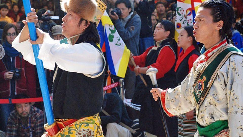 Tibeťané v tradičních krojích