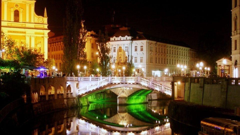 Noční Lublaň připomíná C. a K. operetu