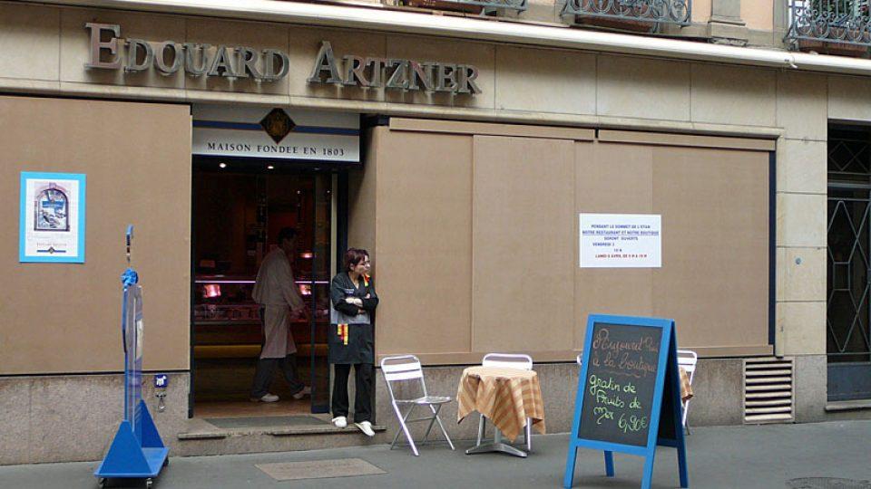 Zabedněné výlohy obchodu ve Štrasburku