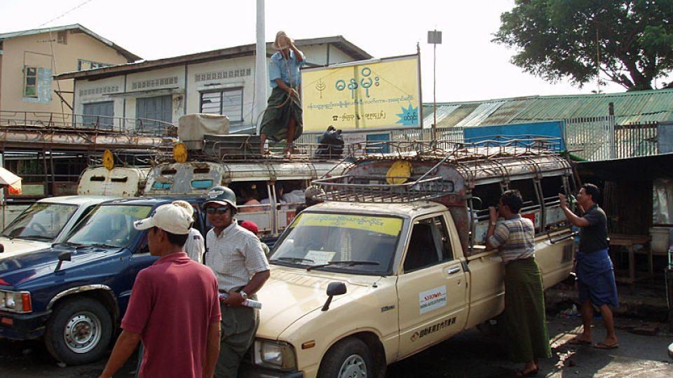 Pick-upy sloužící jako minibusy