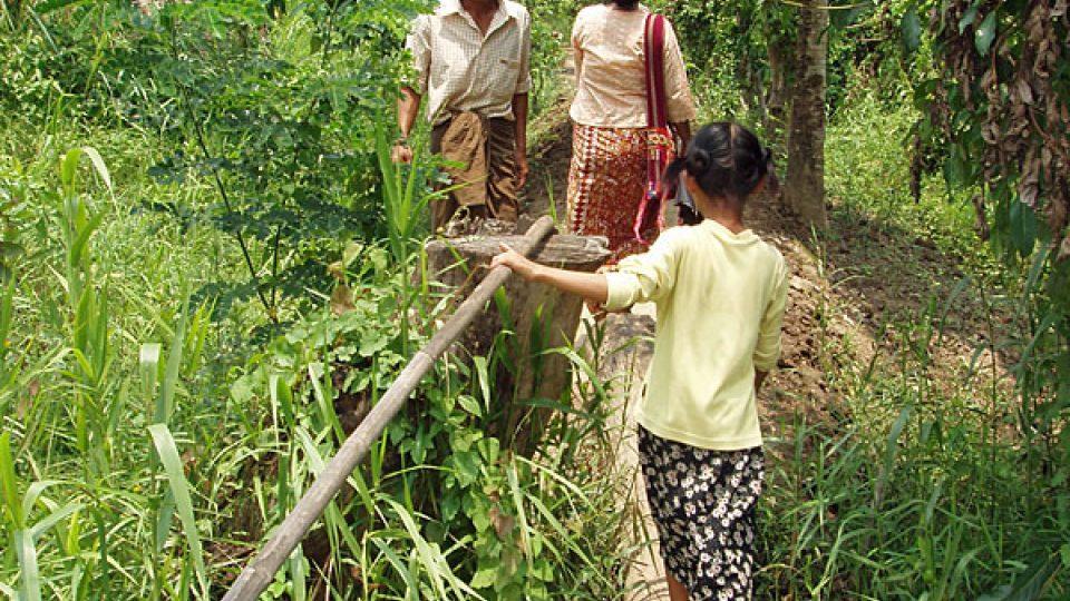 Vesničané v deltě Irrawady