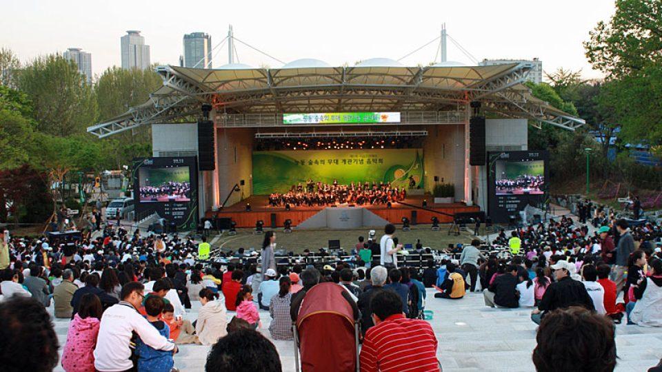 Začátek koncertu v Soulu