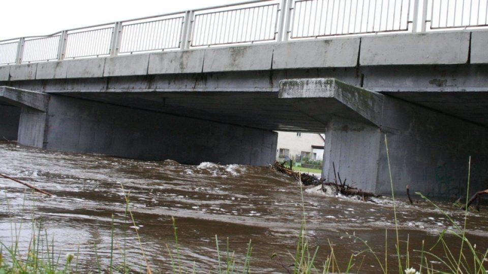 Hladina Blanice ve Strunkovicích dosáhla třetího povodňového stupně
