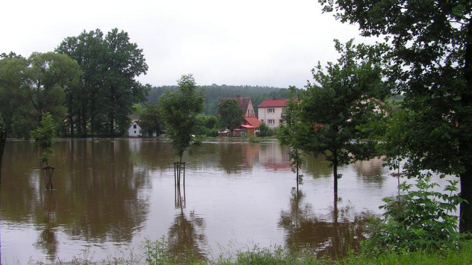 Rozvodněná Malše v Plavu u Českých Budějovic
