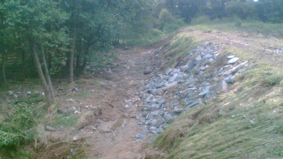 Oprava podmáčené hráze Bohunického rybníka
