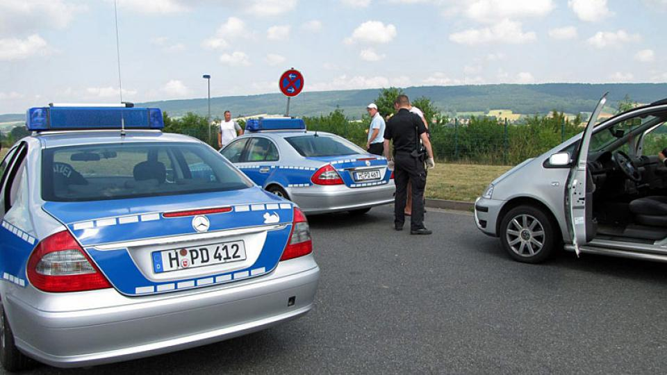Německá dálniční policie při kontrole