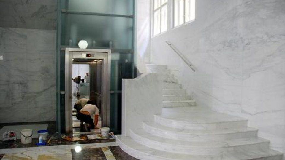 Po 60 letech je v hale zpátky schodiště vedoucí do mezaninu