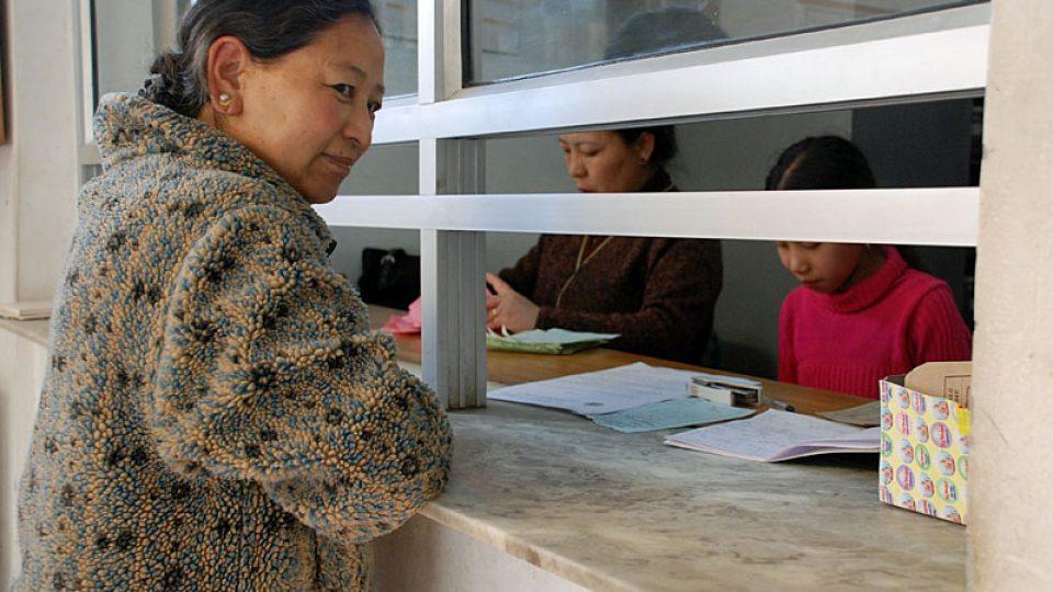 Před tibetskou lékárnou