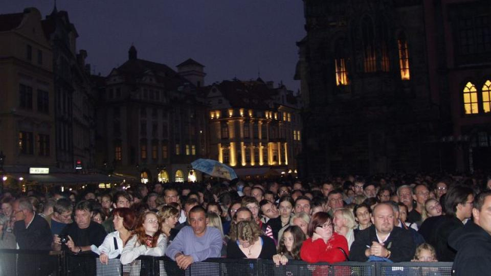 Goran Bregović a jeho Svatební a pohřební orchestr v Praze na Staroměstském náměstí