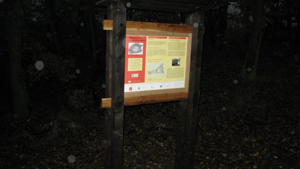 Informační tabule v areálu obléhacího tábora