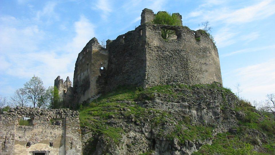 Z archivu sdružení Rondel pečujícího o hrad Čabraď